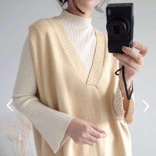 🚚 mooncat貓曬立領喇叭袖細織毛衣