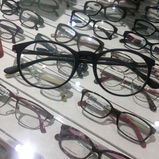 Ezra kacamata minus (beli di optik melawai)