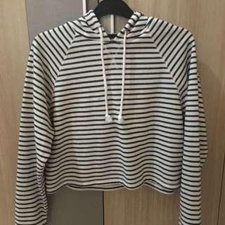 H&M hoodie for girl harga dari Rp 320.000 jadi Rp 100.000 (belum pernah pakai)