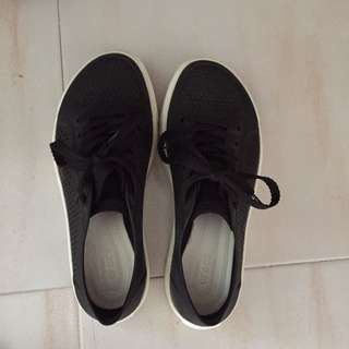 Crocs shoes (W7)