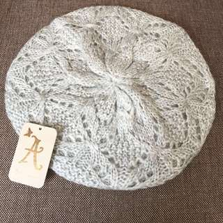 Light grey knit beret