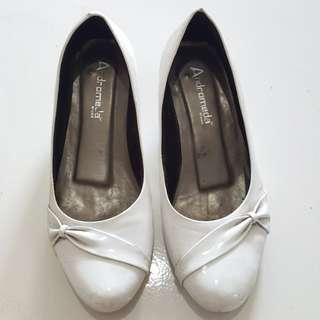 Pantofel white