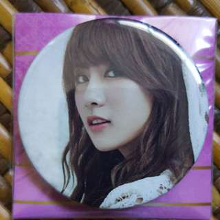 Apink Hayoung metal badge