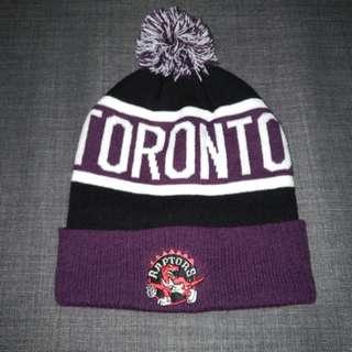 Assorted winter hats/toques