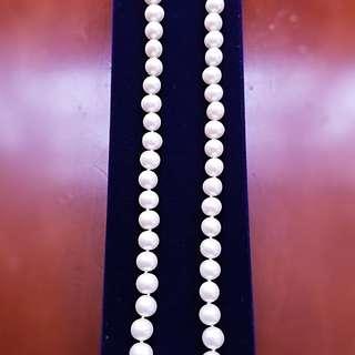 自家緬甸玉石珠寶完美追求者之選 。 價格: $2,800HKD 玉石: 淡水海南島真珠 色澤: 帶彩 鑲嵌: 純銀扣 尺寸: 6mm-8mm 21mm