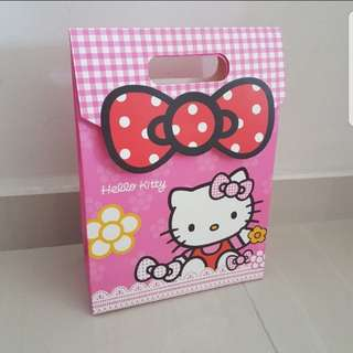In Stock hello kitty Carrier Gift Bag For Birthday Party Bag Medium ( 26 x 17 × 8 cm) 5 available