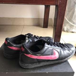 Nike black sneakers ORI