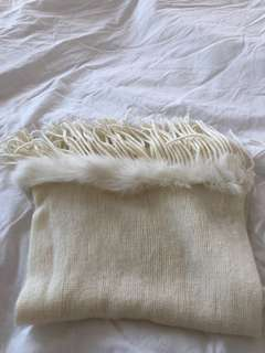 Muffler with fur in Pearl colour