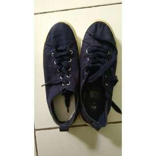 Sepatu h&m dongker