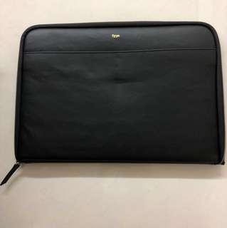 BN - Typo Laptop Sleeve (15.6 inch)