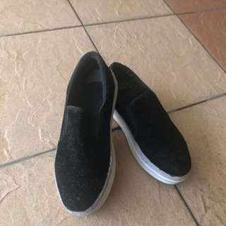 Black slip on shoe ( free pos )