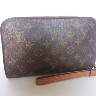 AUTHENTIC LOUIS VUITTON MONOGRAM CLUCTH BAG MADE IN FRANCE GOOD CONDITION RM9XX COD KOTA BHARU DATE COD INSIDE http://www.wasap.my/60148363708