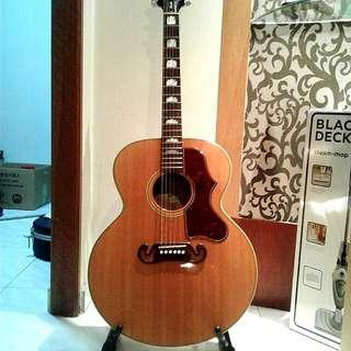 Gibson SJ200 Jumbo Acoustic Guitar