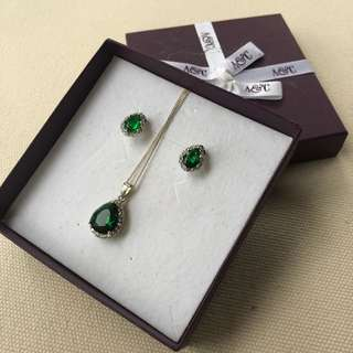 Angus & Coote Emerald Diamond stone earrings necklace set