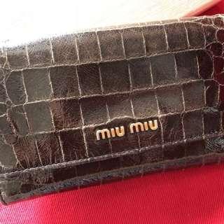 MiuMiu 真品啡色仿鱷魚紋三摺銀包