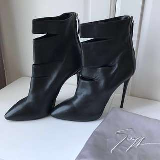 Giuseppe Zanotti Pointed Toe Leather Ankle Boot  Booties 尖頭小牛皮高踭短靴