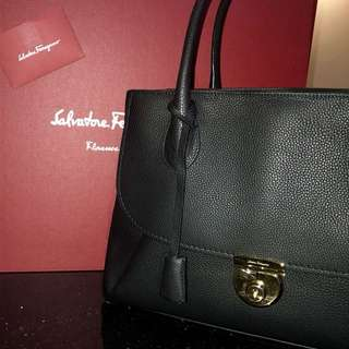 SALE: Women's large handbag BNIB