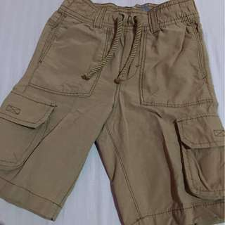 Old navy shorts 2T. Good as new