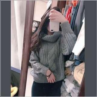 灰色高領粗針織毛衣
