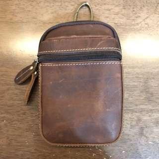 真皮小型掛勾包,出國護照包、錢包、手機萬用包