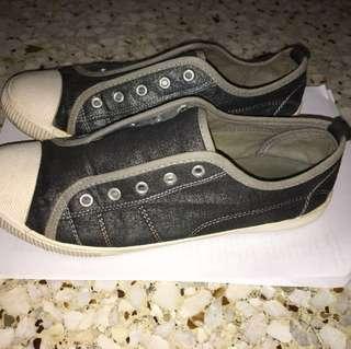 Northstar dark grey sparkly shoes