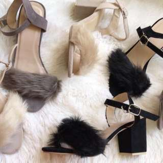 Heels with feathers