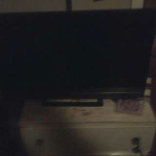 Vizio TV 30 inch remote like new know anyone?  at all
