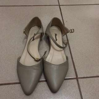 """""""Repriced"""" Light brown shoes"""