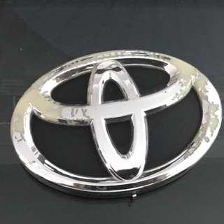 Toyota Emblem with lights