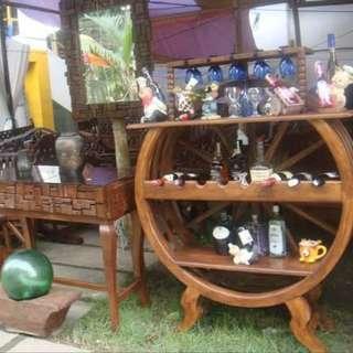 Round wine bar