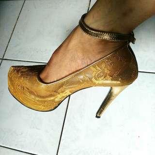 Gold Lace Pump Shoes
