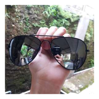 Sunglasses hitam