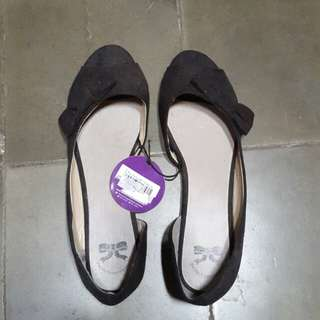 "Flat shoes ""The Little Thing She Need"""