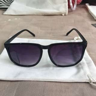 Brand new mod big gradient lens black frame sunglasses shades with pouch