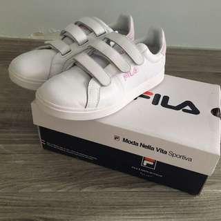 FILA 運動鞋近乎全新只著過二次