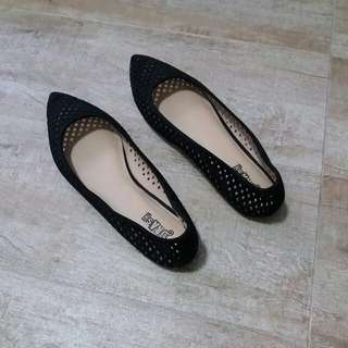 Brash Black Ladies Flats Size 10 / 40-41