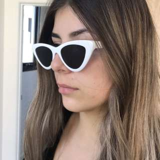 White 90s Vibe Sunglasses