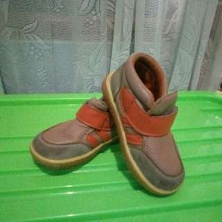 Sepatu kulit Little M