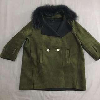 韓版 帥氣軍綠色金色雙排釦 黑色狐狸毛麂皮風衣長版七分袖大衣風衣外套