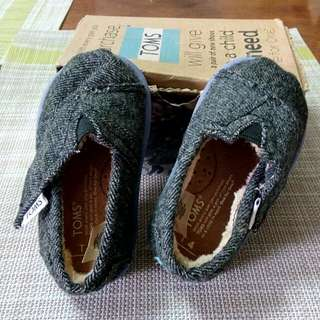 Baby TOMS shoes T4 size