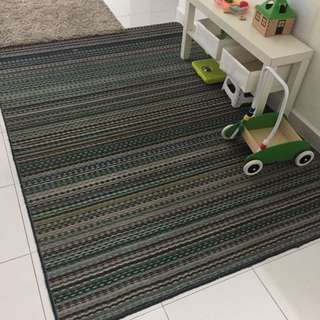 Moving out sale: rug/carpet