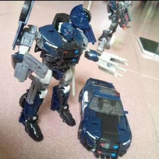 Transformer the last knight-deluxe class barricade