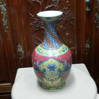 乾隆珐琅彩花瓶     高10寸2分