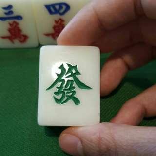 "Extra ""發"" mahjong tile"