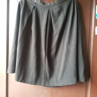 UNIQLO SKIRT MEDIUM PRELOVED