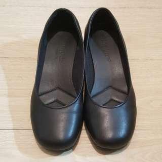 🚚 Bonjour舒適好穿女鞋~OL氣墊耐走鞋