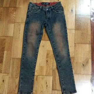 Jeans size 27 (warna sesuai photo) no edit
