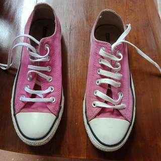 Sepatu Perempuan Merk Converse