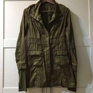 軍綠長板腰身外套