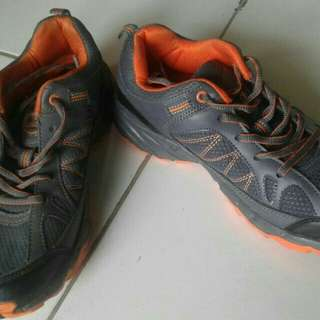Sepatu SNTA